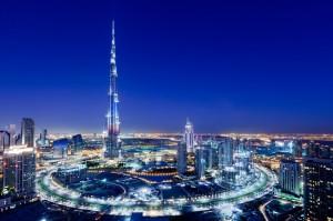 Башня Халифа (828 метров) признана самым высоким зданием в мире. Башня также содержит самую высокую в мире мечеть на 158-й этаже, самый высокий в мире бассейн на 76-й этаже, и самую высокую в мире смотровую площадку на 124 этаже.